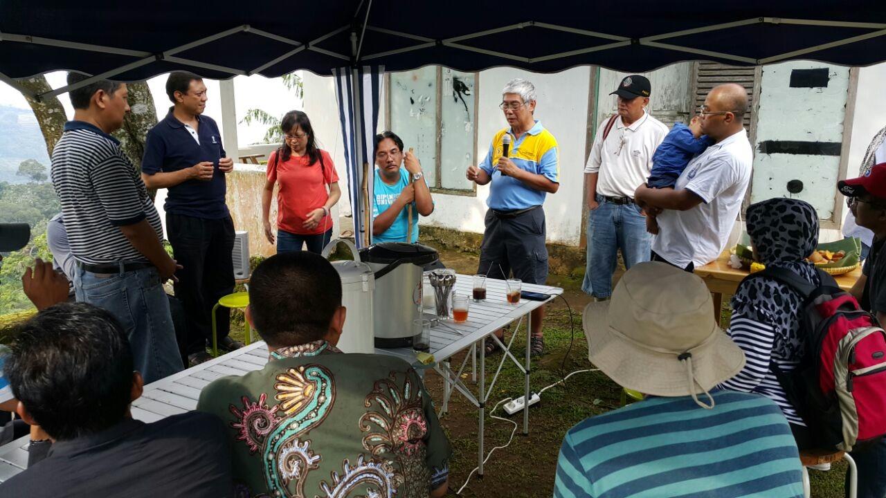 Rombongan UBC Sedang Antusias Menyimak Pemaparan Pemilik BSP Farm