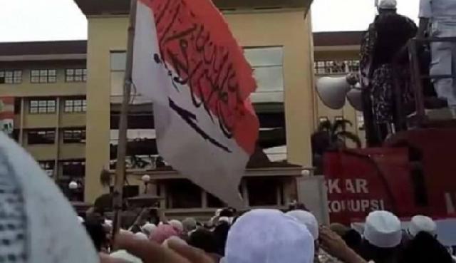 Mana yang Lebih Mulia Bendera atau Kalimat Tauhid?