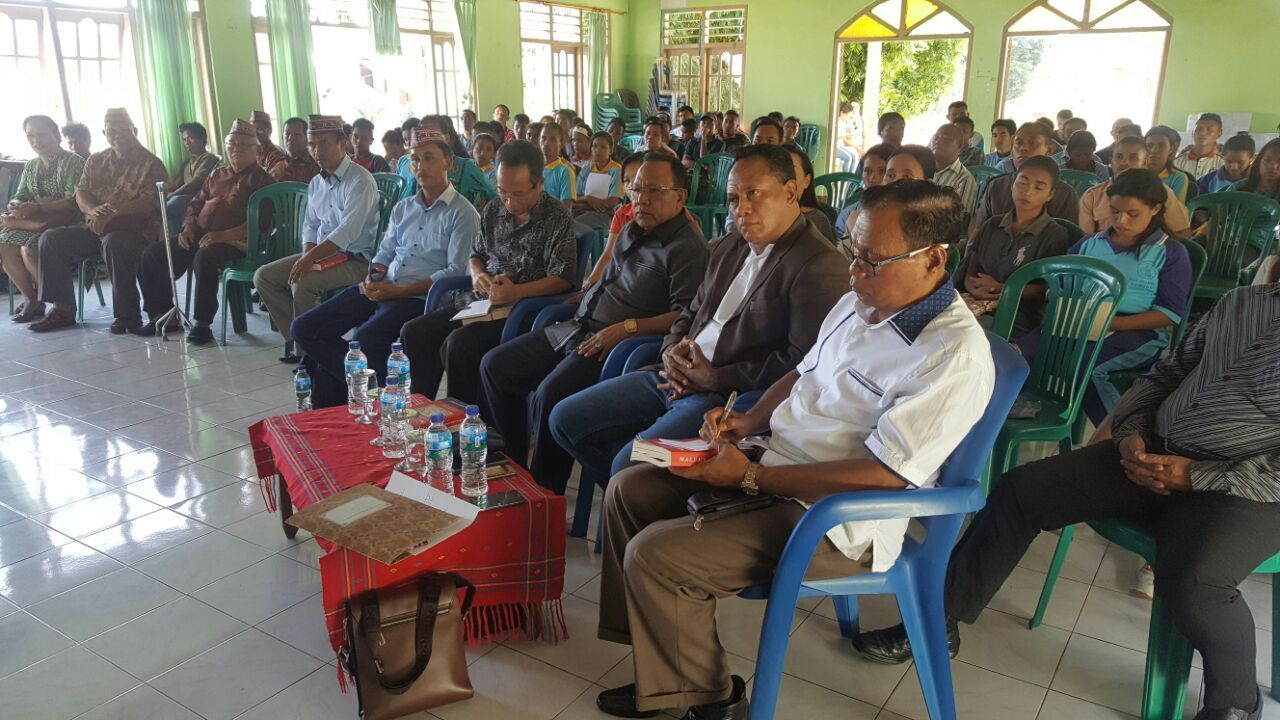 "Komarudin Watubun Bedah Buku ""Staging Point RI Abad 21"" di Labuan Bajo"