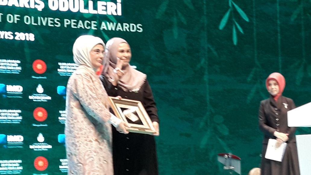 Nur Fitri Taher Terima Penghargaan Dari Presiden Turki