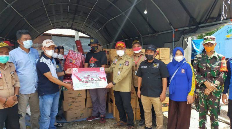 Kemensos RI Bersama Tim Rumah Aspirasi Arwan Aras Serahkan Bantuan Korban Banjir Mamuju