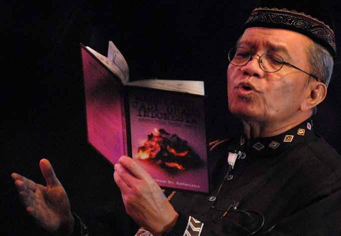Puisi Taufik Ismail: KAMI MUAK DAN BOSAN